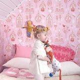 Kinderkamer-behang-Majvillan-Palace-Garden-Pink-kamer