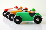 Retro-auto-vier-kleuren-Bajo