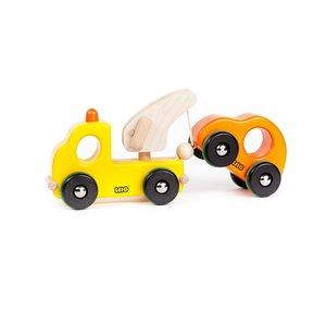 Houten-takelwagen-met-pechauto-Bajo-geel